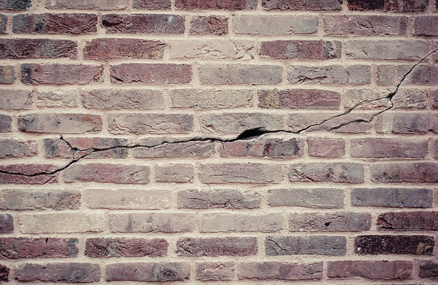 crack in essex house wall